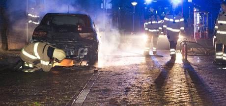 Politie: Brandstichters auto's in Arnhem hebben 's nachts vrij spel