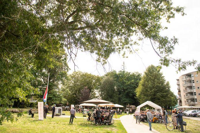 De herdenking in het Hagenpark is dit jaar veel kleiner dan normaal.