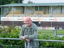 Voetbalcoach Jan Maat uit Ommen bergt na ruim veertig jaar de trainingskleren op