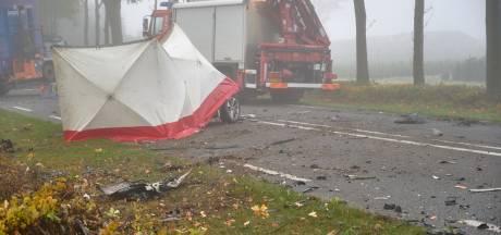 Man (51) omgekomen bij frontale botsing op weg tussen Effen en Rijsbergen