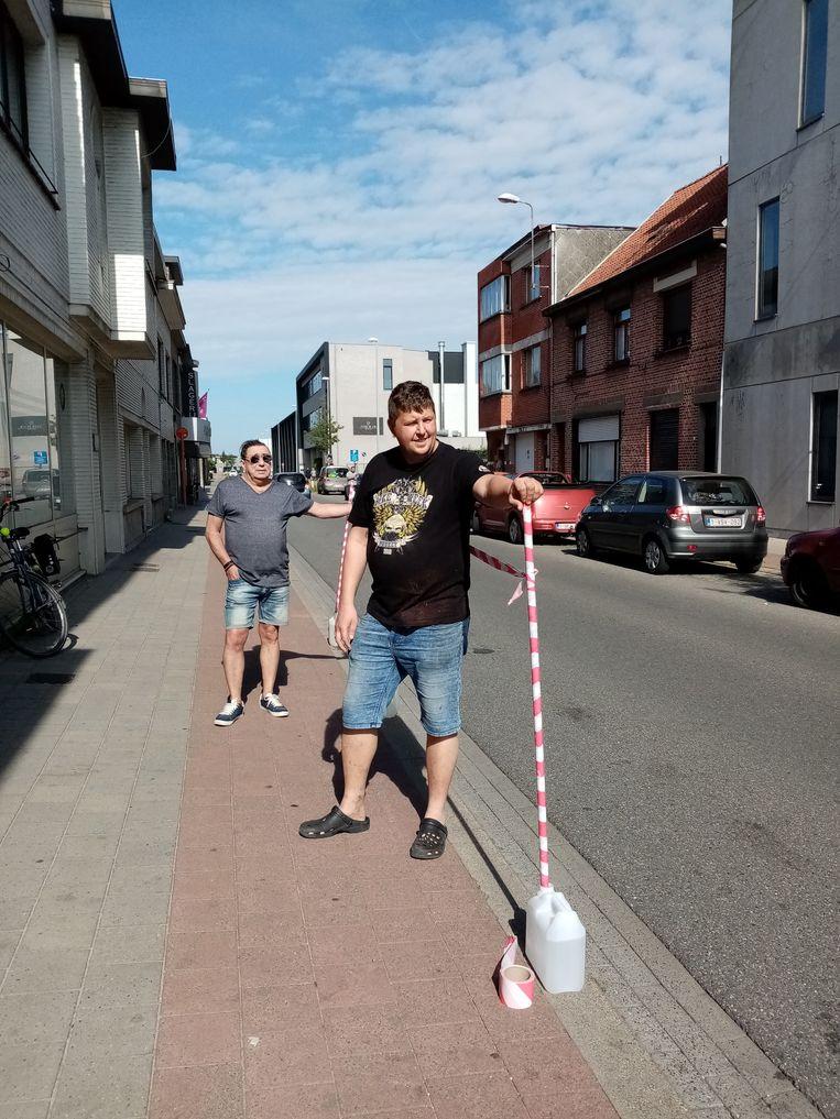 De leden van sp.a voerden een actie voor een veiliger fietspad langs de Lokerenbaan.