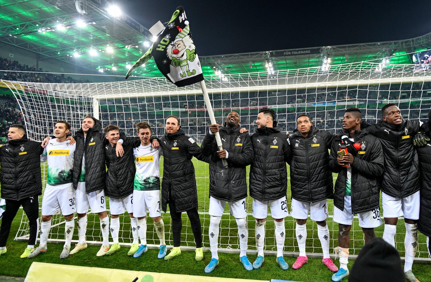 De eerste plek wordt gevierd met de supporters.