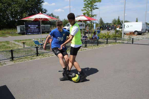 AARSCHOT-Scholen spelen street soccer