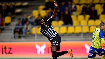VIDEO. De eerste goal van Osimhen is een pareltje: Charleroi-spits zet Roef te kijk met pienter hakje