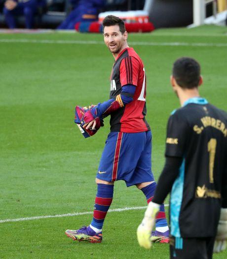 Nijhuis over geel voor Maradona erende Messi: 'Er zou spontaan een vlieg in mijn ogen zijn gevlogen'