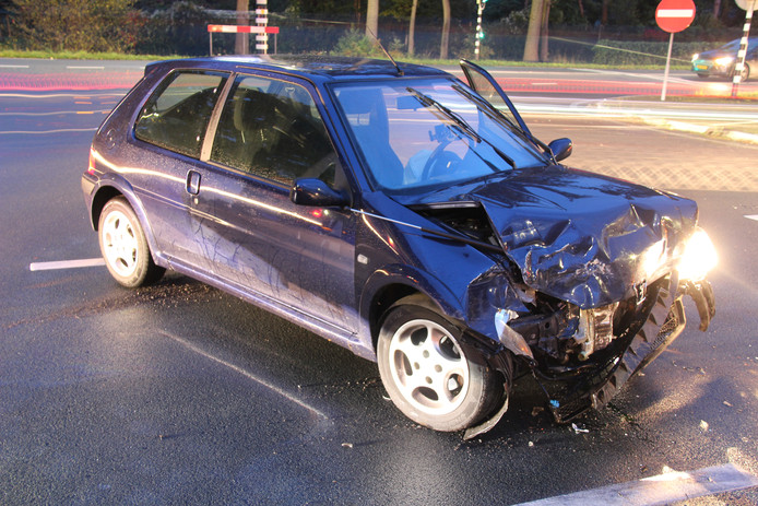 Beide auto's liepen flinke schade op en zijn afgesleept