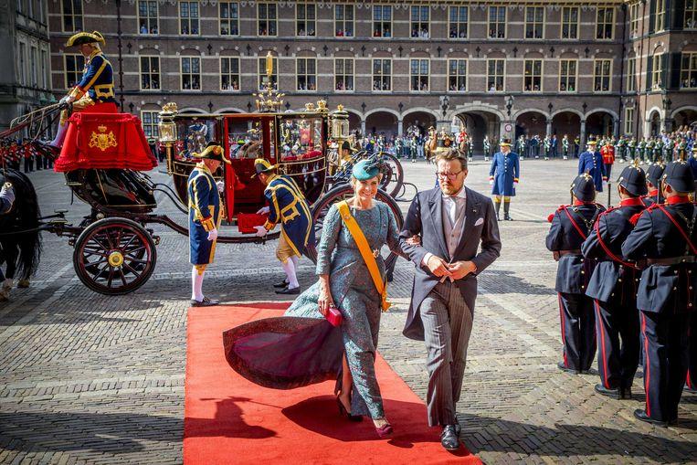 Prins Constantijn en Prinses Laurentien komen aan op het Binnenhof voor het voorlezen van de troonrede in de Ridderzaal.
