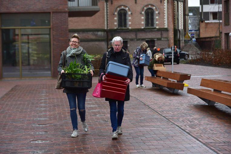 Alle diensten verhuisden de afgelopen dagen naar het nieuwe gemeentehuis op Rode Heuvel in Wetteren.