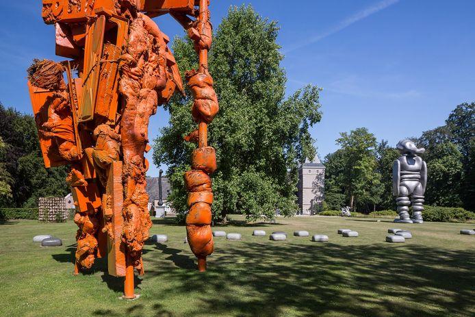 De beeldentuin bij Kasteel Nijenhuis in Wijhe is één weekend lang het toneel van 'De Fundatie Summerstage', een drietal buitenconcerten, aangeboden door Museum De Fundatie en de Bankgiroloterij.