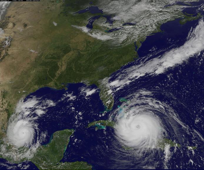 Irma gezien vanuit de ruimte. Na Cuba aangedaan te hebben, raast de orkaan nu richting Florida in de VS. Aan de oostkust van Mexico is orkaan Katia te zien, die inmiddels aan land is gegaan.