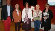 Winnaars bebloemingswedstrijd nemen prijzen in ontvangst