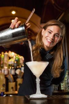 Cocktailkoningin Tess weer in de race voor titel beste shaker