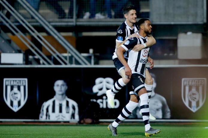 Ze zijn dit seizoen samen voor 29 goals. Brandley Kuwas (rechts) maakte er daarvan tien. Hij vertrekt na dit seizoen bij Heracles en gaat naar Dubai.