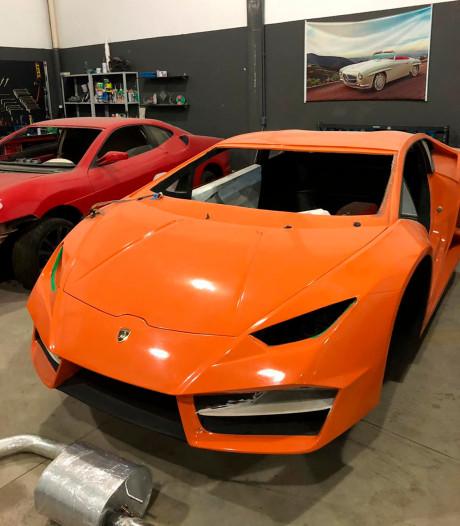 Vader en zoon gearresteerd voor namaken van Ferrari's en Lamborghini's