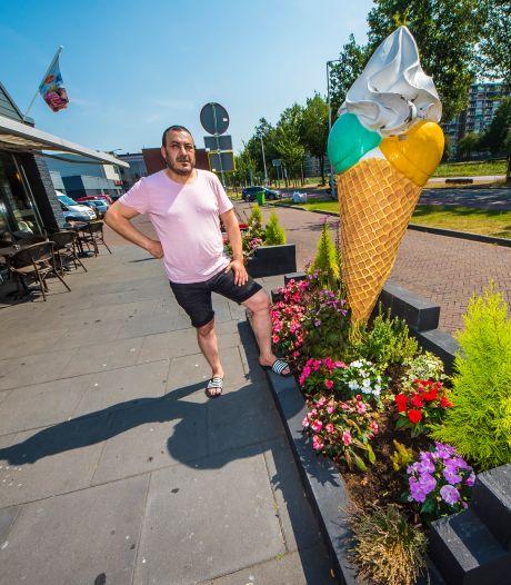 Enschedese ondernemer mag bloembakken toch laten staan: 'Ik ben zo blij, echt super!'