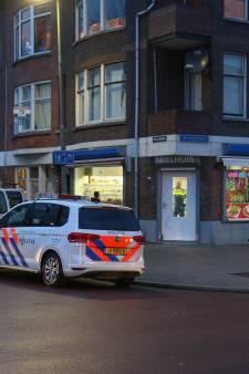 Gewapende overval op supermarkt in Schiedam, dader dreigt met mes
