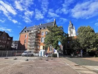 """Omstreden plannen aanbouw Historisch Stadhuis worden bijgestuurd: """"Maar wat we ook doen... Het zal impact hebben op het Possozplein"""""""