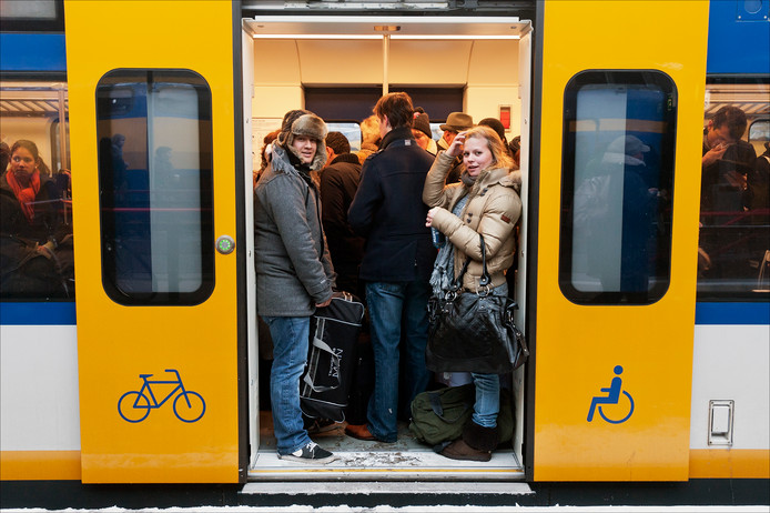 Een overvolle trein op Utrecht CS.