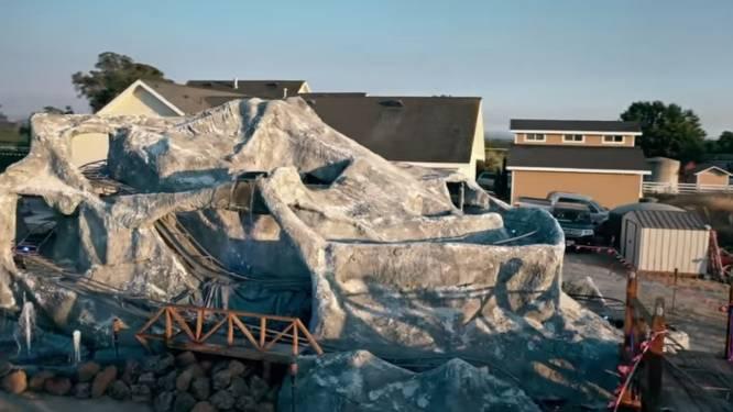 Disneyland gesloten, dus bouwt Amerikaan  achtbaan in achtertuin