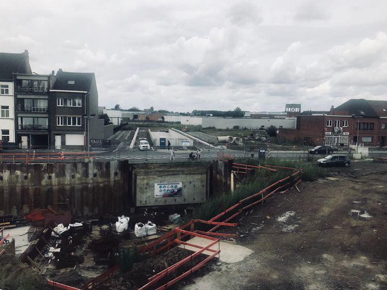 Op de pendelparking wordt een parkeertoren gebouwd. De auto's bereiken de parking via een tunnel onder de Denderstraat.