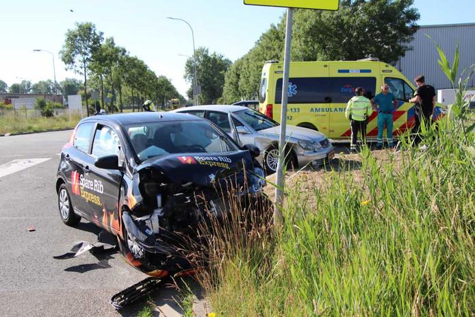 De bestuurder van het zwaar beschadigde voertuig raakt wonderwel niet gewond