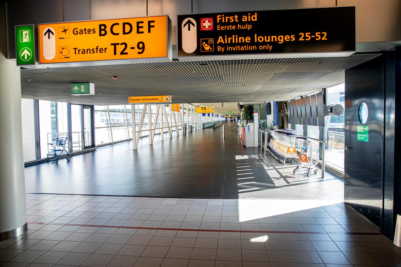 Schiphol oogt in coronatijden verlaten. Omdat vakanties zijn geschrapt, willen veel werknemers hun verlofaanvraag  intrekken en die vrije dagen op een ander moment opnemen.