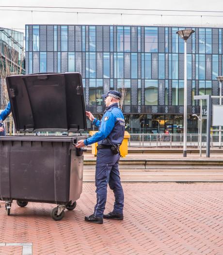 Controleurs Jesse en Dennis zijn 'ogen en oren' van Delft: 'Daar horen geen handboeien bij'