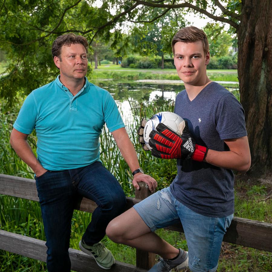 NEO'25 trainer Stefan Brok met zijn zoon Sam, die hij dit seizoen liet debuteren.
