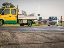 Asfalt smelt door hitte in Genemuiden