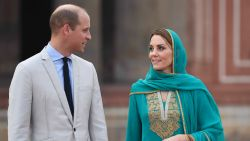 Prins William en Kate Middleton moeten noodlanding maken door storm