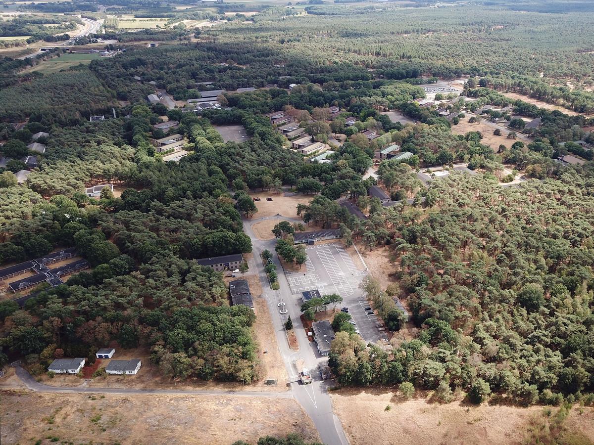 Het asielzoekerscentrum in Budel vanuit de lucht gezien.