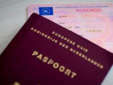 Monique blijft Rozendalers gewoon zelf voorzien van nieuw paspoort
