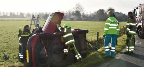 Auto belandt in sloot in Groesbeek