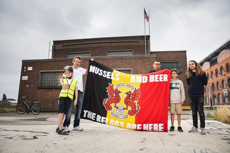 Marc (links) met zoontje, de vlag en Philippe en Valentijn van 019.