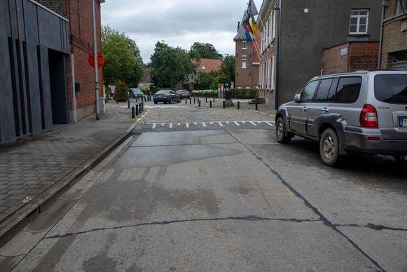 Het ongeval gebeurde ter hoogte van de vluchtheuvel aan de hoek van de Dorpsstraat en de Vlerickstraat in Zwijnaarde.