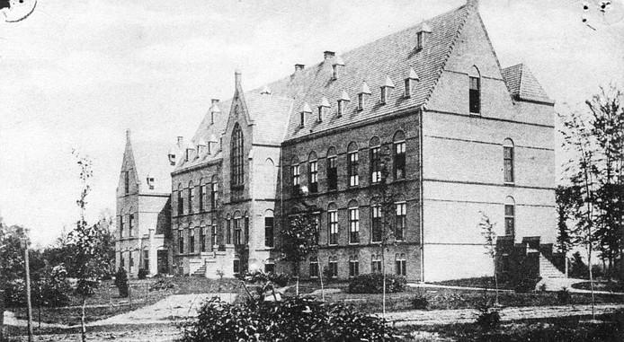 Binnen het Leo-Gesticht, tot de jaren tachtig gevestigd aan de Wessel van Eyllaan in Borculo, zijn 31 gevallen van misbruik bekend. foto HisVeBo