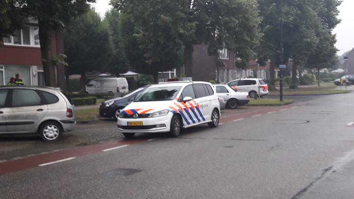 De politie is uitgerukt naar de Van Speijkstraat in Veghel.