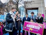 Tim Hofman met 250.000 handtekeningen voor kinderpardon naar Kamer