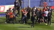 Bastia-supporters vallen spelers van Lyon tot twee keer toe aan, match gestaakt