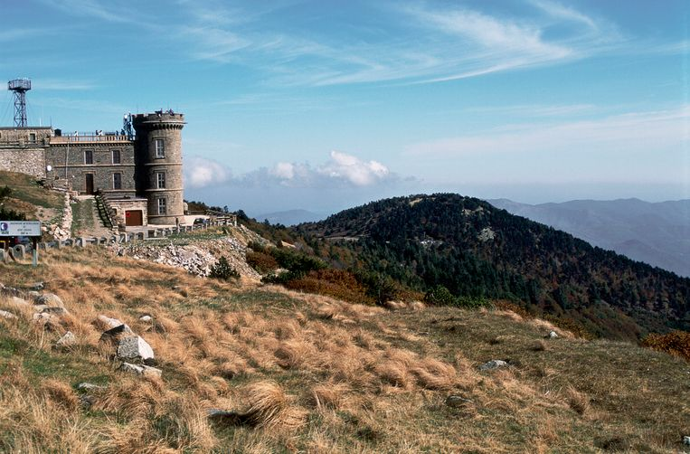 Een weerstation op Mont Aigoual. Beeld Gamma-Rapho via Getty Images