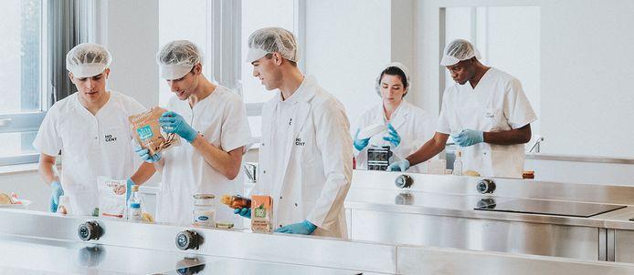 Hogeschool Gent roept 12 onderzoekscentra in het leven die moeten zorgen voor een kruisbestuiving tussen onderwijs en onderzoek.