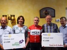 Holland Venetie fietstocht reikt cheques van 2500 euro uit