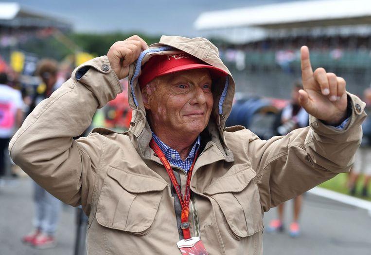 Niki Lauda loopt over de grid, kort voor de start van de race. Beeld null