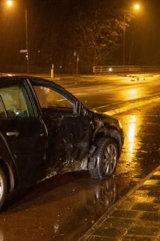 Automobilist in Baarn crasht, gooit lachgas over tuinhek en gaat ervandoor