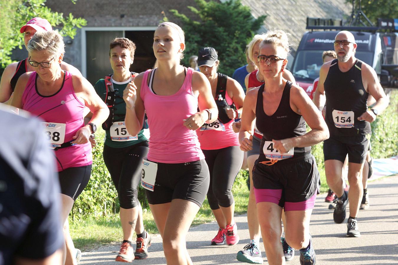 Deelnemers van de trailrun.