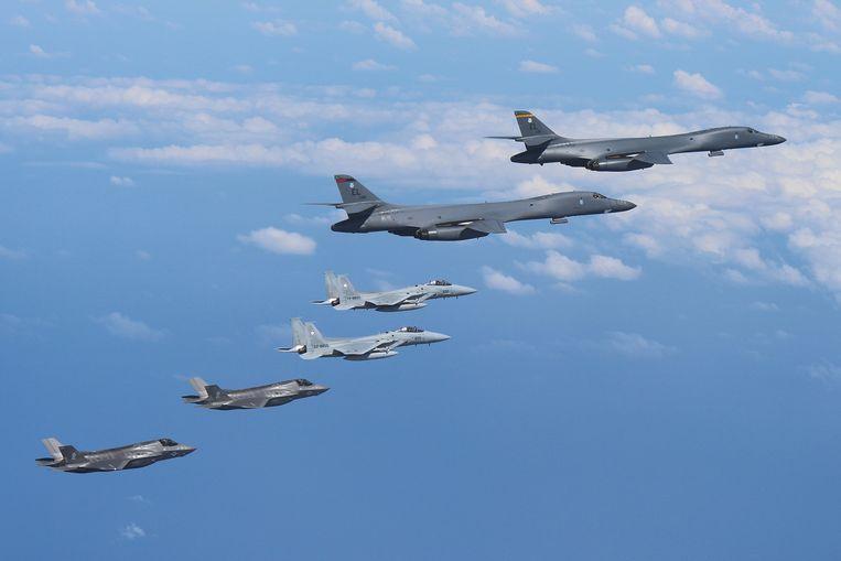 De twee Amerikaanse B-1B's vlogen van de luchtmachtbasis op Guam naar het Koreaanse schiereiland.