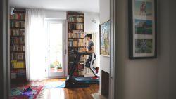 Lockdown heeft ons lui gemaakt: personal trainer geeft originele tips om meer te bewegen