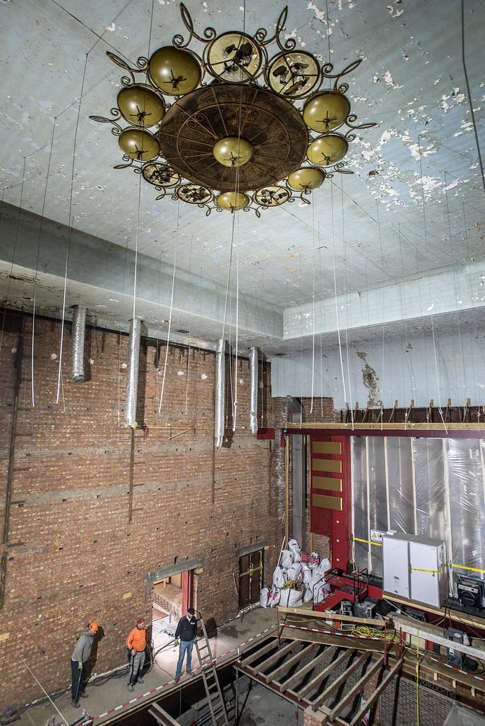 Eerder dit jaar kwamen bij de verbouwing van de oude Casino-bioscoop al de originele plafonds en lampen tevoorschijn.