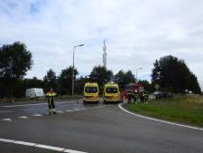 Bestelbus botst frontaal met auto in Vierlingsbeek: twee gewonden