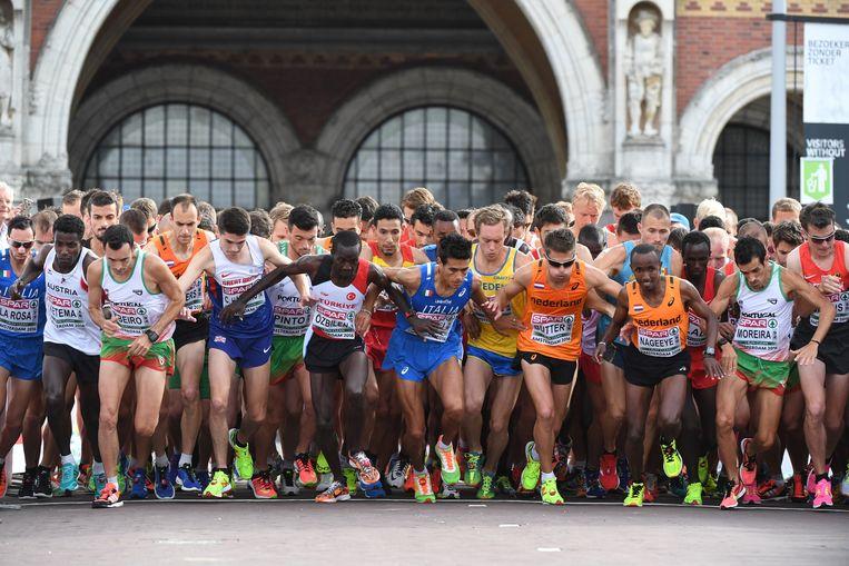 De mannen aan de start van de halve marathon. Beeld ap
